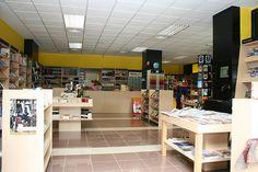 Imagen interior de la librería Espacio Lector Nobel Torrent