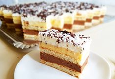 Reteta prajitura Craiasa Zapezii - un desert de casa ce imi aduce aminte de copilarie. O prajitura cu blat facut din albusuri, doua creme... Hungarian Desserts, Romanian Desserts, Romanian Food, Cake Recipes, Dessert Recipes, Russian Recipes, Sweet Cakes, Sweet Desserts, Yummy Cakes