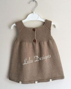 Baby Knit Dress Patterns – Knitting And We Girls Knitted Dress, Knit Baby Dress, Knitted Baby Clothes, Knitted Baby Cardigan, Baby Dress Patterns, Baby Knitting Patterns, Summer Knitting, Knitting For Kids, Baby Vest