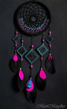 Neon and Black dream catcher. dreamcatcher - looooove the colors A black and pink dream catcher which is perfect for your room dreamcatcher:b prettiest pink ever It'll match my room perfectly Los Dreamcatchers, Beautiful Dream Catchers, Diy And Crafts, Arts And Crafts, Kids Crafts, Dream Catcher Craft, Black Dream Catcher, Creation Deco, Sun Catcher