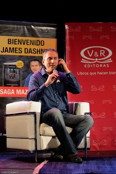 James Dashner > Autor de la Saga Maze Runner en Argentina > Feria del libro 2014 para V&R Editoras. http://www.parati.com.ar/lo-nuevo/.../el.../15108.html