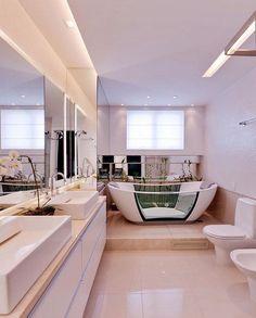 Banheiro branco é praticamente uma tela esperando por cores. Ou seja, é um ambiente perfeito para soltar a imaginação e decorar!