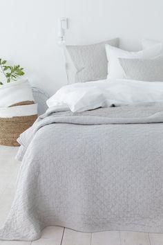 Jacquardvævede tern og fin struktur. Vasket kvalitet. <br><br>80% bomuld, 20% polyester<br>Skånevask 40°