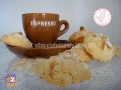 I mandorlini sono biscotti alle mandorle buoni e semplicissimi da preparare, ottimi con il tè. potete prepararli anche con altri tipi di frutta secca.