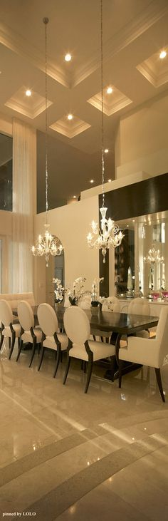 Luxury dining room The drama is in the ceiling #luxurydiningroom