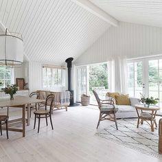 Dream Home Design, Home Interior Design, House Design, Country House Interior, Farmhouse Interior, Home Living Room, Living Spaces, Summer House Interiors, Cellar Design