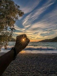 Photography beach sunrise New Ideas Sunset Photography, Creative Photography, Amazing Photography, Photography Poses, Morning Photography, Levitation Photography, Exposure Photography, Winter Photography, Abstract Photography