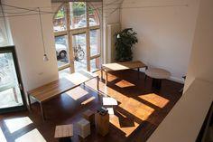 MBzwo Showroom in Berlin. Massivholz Tisch nach Maß von MBzwo. Holztische nach Maß.