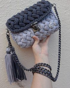 Tips for making Crochet baskets Crochet Backpack, Crochet Clutch, Crochet Handbags, Crochet Purses, Free Crochet Bag, Love Crochet, Crochet Yarn, Crochet Stitches, Knitting Accessories