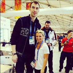 Slovak hockey player Zdeno Chara is Here he poses with Canadian figure skater Kirsten Moore-Towers who is CBC Olympics Sochi 2014 Sports Figures, Hockey Players, Chara, Olympics, Poses, Brain, Mens Tops, Figure Poses