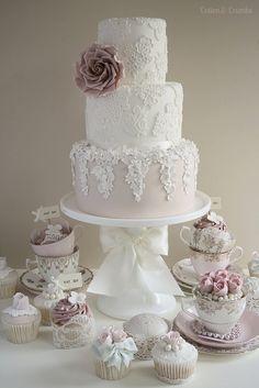 Vintage lace #wedding #cake