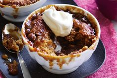 Sticky date self-saucing puddings