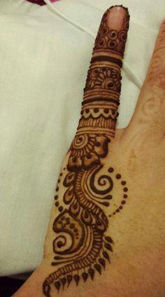 Henna by ihrem Mehandi Henna, Tattoo Henna, Hand Mehndi, Henna Tattoo Designs, Mehendi, Mehndi Art, Pretty Henna Designs, Henna Designs Easy, Mehndi Design Pictures