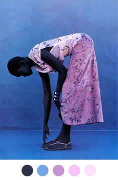 exploration of tradiotnal african garment and poses in fashion Magazine: Elle US March 1999 Photographer: Gilles Bensimon Model: Alek Wek in pink dress. Black Is Beautiful, Pretty In Pink, Beautiful People, Stunningly Beautiful, Beautiful Moments, Absolutely Stunning, Viviane Sassen, Elle Us, Do It Yourself Fashion