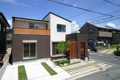 外観集 ~シンプルモダン・洋風の家~ My House Plans, Family House Plans, Modern House Plans, Japanese Architecture, Architecture Design, Modern Townhouse, Japanese House, Tiny House Design, Curb Appeal
