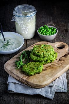 Ingredient of the Week: English Peas // Green Pea Fritters with Herbed Creme Fraiche - Katie at the Kitchen Door Vegetable Side Dishes, Vegetable Recipes, Vegetarian Recipes, Healthy Recipes, Vegetarian Burgers, Going Vegetarian, Veggie Burgers, Vegetarian Options, Healthy Options