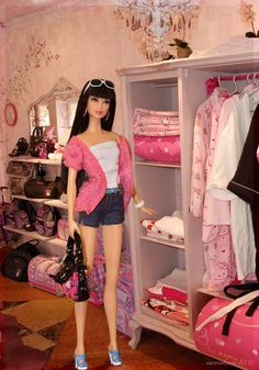 Hello Kitty Barbie - Barbie Loves Hello Kitty!