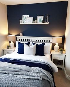 Get inspired by these navy blue bedroom ideas for your master decoration! #navyblue #navy #blue #bedroomdecoration #navybluebedrooms #bluebedrooms #navybedroomdecoration #masterdecoration #decoratingideas #bluerooms #navyrooms #navyblue #navybluedecoration