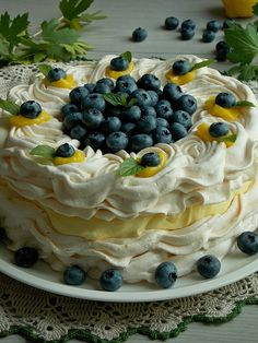 Tort bezowy z kremem cytrynowym i borówkami | KuchniaMniam Jam Recipes, Sweet Recipes, Cooking Recipes, Pavlova, Cinnamon Roll Pancakes, Torte Cake, My Dessert, Polish Recipes, Fancy Cakes