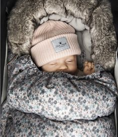 From Elodie Details, - Escape the Ordinary Elodie Details, Insulated Panels, Stroller Bag, Winter Baby Clothes, Powder Pink, Sleeping Bag, Baby Design, Velcro Straps, Fur Collars
