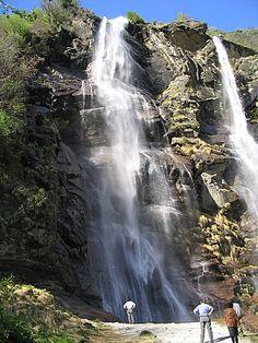 Fraaie waterval bij Lago Mezzola Lugano, Waterfall, Van, Travel, Outdoor, Viajes, Outdoors, Vans, Waterfalls