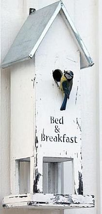 Pic: Bed and breakfast bird house. From my coastal bird house board Wood Projects, Projects To Try, Bird House Feeder, Bird Feeder, Bird Boxes, Creation Deco, Bird Cage, Yard Art, Bird Feathers