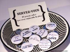 Badges personnalisés pour mariage www.dansmestiroirs.com