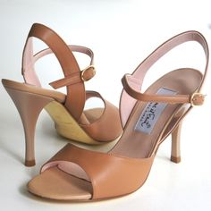 www.felinashoes.com Argentine Tango Shoes from Comme il Faut shoes. Open toe, sandals, sling back. Beige leather, tan leather, beige stiletto, gold sole. Sizes 4 (34), Size 5 (35), Size 6 (36), Size 7 (37), Size 8 (38), Size 9 (39), Size 10 (40), Size 11 (41)