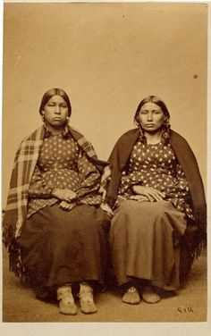 Two Hochunk women. Photo by Byron H. Native American Genocide, Native American Images, Native American Tribes, Native American Photography, Sioux Nation, Native Girls, Native Indian, Before Us, History Books