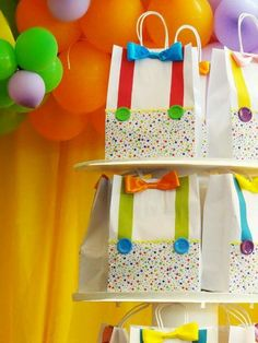 Party favor bags for a circus birthday party Clown Party, Circus Carnival Party, Circus Theme Party, Carnival Birthday Parties, Carnival Themes, Circus Birthday, First Birthday Parties, Party Themes, A Clown