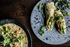 Når både blodårer og fordøyelsessystem skriker etter noe annet enn kjøtt, fett og varme, er løsningen ceviche. Ceviche, Avocado Toast, Guacamole, Hummus, Food Inspiration, Sushi, Chili, Mango, Mexican