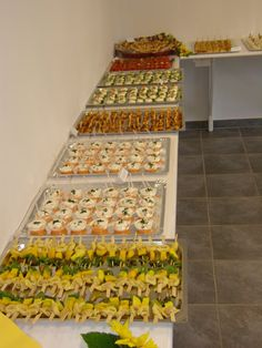 Finger food buffet for the round birthday Healthy Finger Foods, Party Finger Foods, Snacks Für Party, Healthy Snacks, Party Catering, Cake Decorating Frosting, Fingerfood Party, Pigs In A Blanket, Party Buffet