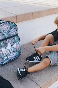 En Zapatos Mayka⚡️ lo tenemos ya todo preparado para la vuelta al cole🎒 y ¡no te lo puedes perder!💥 Adidas Superstar, Kids Sneakers, Shoes For Girls, Slippers, Sports