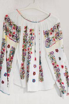 IE. Folk Fashion, Womens Fashion, Popular Costumes, Ethno Style, Fur Clothing, Hippie Outfits, Folk Costume, Gorgeous Fabrics, Simple Dresses