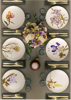 Decoration Kitchen - Flora from Royal Copenhagen - Pinme Beautiful Table Settings, Table Set Up, Flower Plates, Flower Table, Royal Copenhagen, Elegant Table, Dinner Sets, Deco Table, Decoration Table