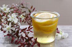 レモン酢の作り方2パターンと、効果や飲み方、料理に使う方法をご紹介します。最初にご紹介するのは、料理研究家の村上祥子さんが考案した、氷砂糖を使った「レモン酢」のレシピ。その次にお伝えするのは、石原クリニック副院長の石原新菜さんが考案した、は Diet And Nutrition, Health Diet, Health Fitness, Acv And Honey, Apple Cider, Cool Words, Spices, Remedies, Food And Drink