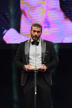 Can Yaman GQ Men of the Year Ödül Konuşmasında Kime Teşekkür Etti? Turkish Men, Turkish Actors, How To Look Handsome, Handsome Man, Gq Men, Eye Candy, Canning, Bella, Ali
