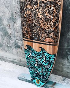 Surfboard art by Australian artist, Jess LambertYou can find Surfboard art and more on our website.Surfboard art by Australian artist, Jess Lambert Surfboard Painting, Surfboard Art, Skateboard Deck Art, Skateboard Design, Surf Table, Deco Surf, Posca Marker, Surf Logo, Longboard Design