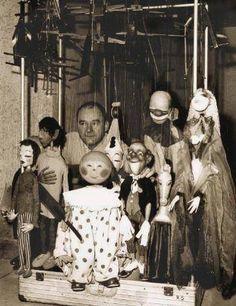 Albrecht Roser (21 de mayo 1922 Friedrichshafen, Alemania - 17 de abril 2011 ) fue un maestro titiritero alemán. Roser hizo una contribución importante al trabajo con marionetas. La primera vez que se dio a conocer fue en 1951 con su marioneta, el payaso Gustaf .Otro de sus personajes, la abuela , es hacia el exterior atractiva, pero salvajemente en sus observaciones de humor sobre todos los aspectos de la sociedad y los absurdos de la vida