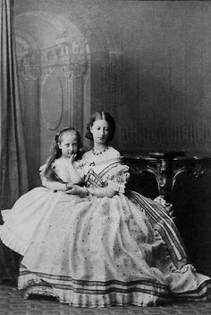Princesse Marguerite (1846–1893) et Princesse Blanche (1857-1932) d'Orléans filles de Louis duc de Nemours