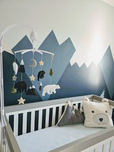 Inspiration für jedes verdongeln abenteuer-thema baby boy nursery with mountains and bears and cool shades of gray and blue. Baby Room Design, Nursery Design, Baby Room Decor, Bear Nursery, Nursery Room, Themed Nursery, Animal Theme Nursery, Baby Blue Nursery, Blue Nursery Ideas