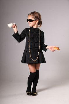 #Pequeña #costura #vestido #niña #estilo #elegante #dress #girl #style #elegant #robe #fille #élégant #mode #fashion #Little #fashionista #kids #Street #style #cool #look #formal #wear