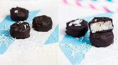 Kokosové bonbóny v čokoládě Raw Vegan, Cooking Recipes, Pudding, Baking, Food, Chef Recipes, Custard Pudding, Bakken, Essen