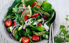 Powersalat med jordbær & asparges