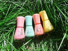 Essence Gel Nail Polishes Collection review and swatches blogger pictures