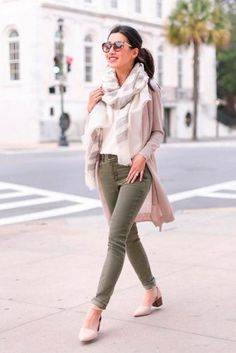 Extra Petite - Fashion, style tips, and outfit ideas Classy Work Outfits, Cute Outfits With Jeans, Cute Jeans, Jean Outfits, Winter Mode Outfits, Winter Fashion Outfits, Fall Outfits, Casual Outfits, Fashion Ideas