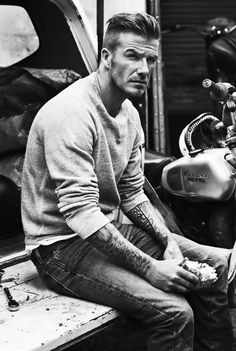 Beckham♥ – This man cannot be human! No human is this gorgeous! Beckham♥ – This man cannot be human! No human is this gorgeous! David Beckham Style, David Beckham Haircut, David Beckham Fashion, Celebridades Fashion, Bend It Like Beckham, Men Street, Haircuts For Men, Stylish Men, Gorgeous Men