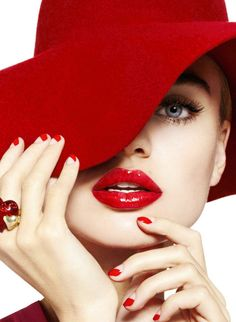 Milou Sluis is Red Hot in Cosmopolitans February Issue by Jamie Nelson Her nails and lips are fun. Foto Fashion, Red Fashion, Fashion Beauty, Nail Fashion, Fashion Today, Latest Fashion, High Fashion, Jamie Nelson, Kreative Portraits