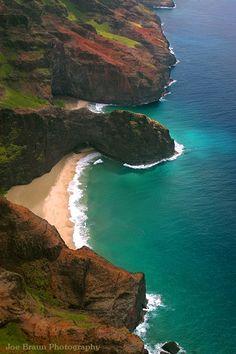 Remote beach on the Na Pali cost, Kauai Hawaii Hawaii Hikes, Hawaii Hawaii, Maui, Dream Vacations, Vacation Spots, Italy Vacation, Beautiful Islands, Beautiful Beaches, Places To Travel