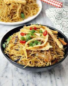 One-Pan Singapore Noodles Recipe  @FussFreeCooking #noodles #recipes #singaporenoodles